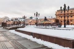 Vista di sera del quadrato di Manezhnaya a Mosca Fotografia Stock