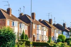 Vista di sera della fila delle Camere a terrazze inglesi tipiche a Northampton Fotografia Stock