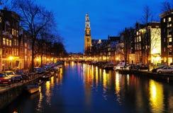 Vista di sera sulla chiesa occidentale a Amsterdam fotografia stock