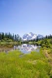 Vista di Shuksan del supporto dal lago picture Immagini Stock