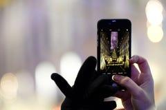Vista di Smartphone dell'albero di Natale di Rockefeller Fotografia Stock Libera da Diritti