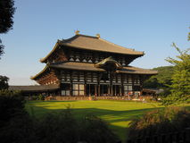 vista di Sside-modo sul tempio di Todai-ji, Nara Japan Fotografie Stock