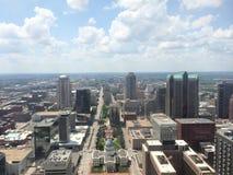 Vista di St. Louis dall'arco dell'ingresso immagine stock libera da diritti