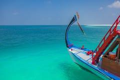 Vista di stupore dell'isola delle Maldive dalla barca di Dhoni, dalla barriera corallina e fotografie stock
