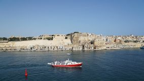 Vista di Timelapse del mar Mediterraneo, di La Valletta e dell'isola di Malta dal san forte Angelo video d archivio