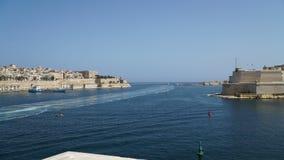 Vista di Timelapse del mar Mediterraneo, di La Valletta e dell'isola di Malta dal san forte Angelo Timelapse della barca archivi video