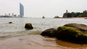 Vista di Timelapse nella spiaggia dell'isola di Kulangsu 4K archivi video