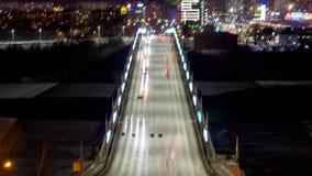 Vista di Timelapse sul traffico cittadino di notte stock footage