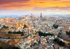 Vista di Toledo dalla collina nell'alba Fotografie Stock