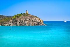 Vista di torre di Chia, Sardegna fotografie stock libere da diritti