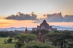 Vista di tramonto di area di tempio di Bagan, Myanmar immagine stock