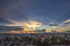 Vista di tramonto di Bangkok a Wat Saket in Tailandia Fotografia Stock