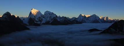 Vista di tramonto da Gokyo Ri, parco nazionale di Everest Immagini Stock