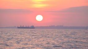 Vista di tramonto dall'yacht archivi video