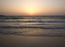 Vista di tramonto dalla spiaggia fotografia stock