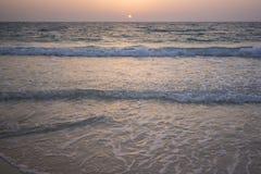 Vista di tramonto dalla spiaggia fotografia stock libera da diritti