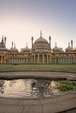 Vista di tramonto del padiglione reale a Brighton Inghilterra immagine stock