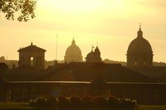 Vista di tramonto di Roma con il chiarore della lente Immagini Stock