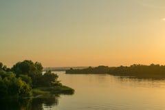 Vista di tramonto sul fiume Immagini Stock Libere da Diritti