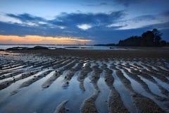 Vista di tramonto sul lato Kuantan Malesia della spiaggia immagine stock