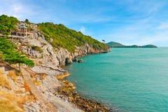 Vista di turismo della linea costiera in mare tropicale della Tailandia Immagini Stock Libere da Diritti