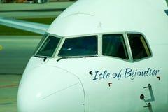 Vista di un aereo di Boeing nell'aeroporto di Changi, Singapore fotografia stock libera da diritti