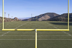 Vista di un campo di football americano della High School Immagini Stock