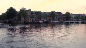 Vista di un canale a Amsterdam i Paesi Bassi archivi video