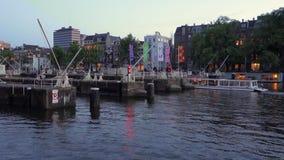 Vista di un canale a Amsterdam i Paesi Bassi video d archivio
