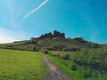 Vista di un castello di lingua gallese sulla collina Immagine Stock Libera da Diritti