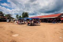 Vista di un mercato in Pakse Immagine Stock