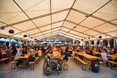 Vista di un Oktoberfest a Barcellona, Spagna Immagini Stock Libere da Diritti