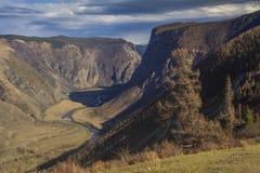 Vista di un paesaggio stupefacente della montagna Immagini Stock