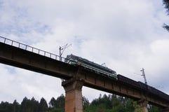 Vista di un viadotto dell'incrocio del treno ad alta velocità Fotografia Stock