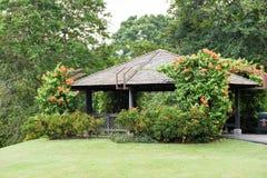 Vista di una casa in un parco fotografia stock libera da diritti