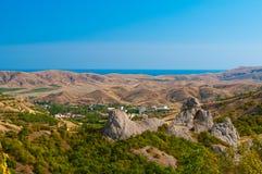Vista di una cittadina vicino al mare Fotografia Stock