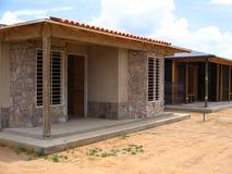 Vista di una costruzione della casa con le stecche ed il cemento di legno Fotografia Stock Libera da Diritti