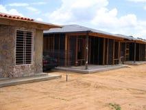 Vista di una costruzione della casa con le stecche ed il cemento di legno Fotografie Stock Libere da Diritti