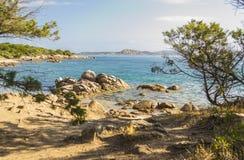 Vista di una spiaggia vicino a Palau Sardegna, Italia fotografie stock libere da diritti