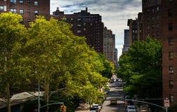 Vista di una via in Chelsea dall'alta linea in Manhattan, nuova Fotografia Stock