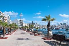 Vista di una via in Sliema, Malta fotografia stock