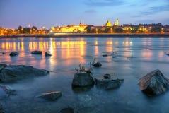 Vista di Varsavia di notte dal fiume Immagini Stock Libere da Diritti