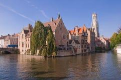 Vista di vecchi case e canale a Bruges - il Belgio Fotografia Stock Libera da Diritti