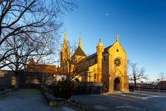 Vista di vecchia chiesa di pietra al tramonto Fotografia Stock Libera da Diritti
