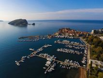 Vista di vecchia città del Montenegro da un'altezza fotografie stock libere da diritti