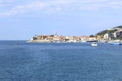 Vista di vecchio Budua dal mare montenegro fotografie stock libere da diritti