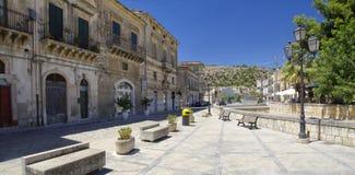 Vista di vecchio centro della città di Scicli, un sito del patrimonio mondiale dell'Unesco immagini stock