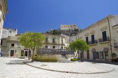 Vista di vecchio centro della città di Scicli, un sito del patrimonio mondiale dell'Unesco fotografia stock libera da diritti