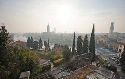 Vista di Verona dalla cima di Roman Forum Fotografia Stock