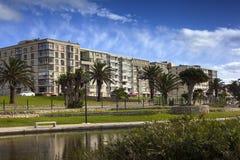 vista di verticale degli appartamenti del blocco Fotografie Stock Libere da Diritti